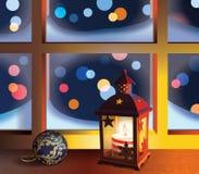 Linterna y bola de la Navidad en ventana Fotografía de archivo libre de regalías