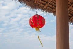 Linterna y cielo chinos en el pueblo Pai Thailand de Santichon Imagen de archivo