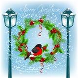 Linterna y piñonero de la Navidad en la guirnalda Foto de archivo libre de regalías