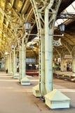 Linternas antiguas en las ayudas del hierro del st de Vitebsk del pabellón Imagen de archivo libre de regalías