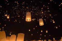 Linternas asiáticas flotantes Imagenes de archivo