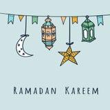 Linternas, banderas, luna y estrellas árabes, ejemplo del Ramadán