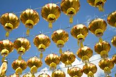 Linternas chinas de oro Imágenes de archivo libres de regalías