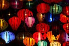 Linternas chinas del Año Nuevo iluminadas en el marke Imagen de archivo libre de regalías