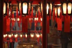Linternas chinas del dragón rojo en el templo de Hong Kong Foto de archivo libre de regalías