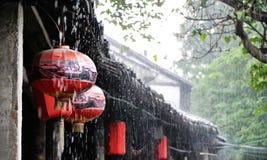 Linternas chinas en lluvia Imágenes de archivo libres de regalías