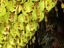 Linternas chinas en templo tradicional Fotos de archivo libres de regalías