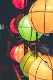Linternas de la ejecución en un festival ligero en la isla de Bali, Indonesia Foto de archivo
