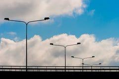 Linternas de la iluminación en el puente imagen de archivo