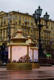 Linternas de la Navidad en el cuadrado de Pushkinskaya en Moscú Festival de la luz de la Navidad Foto de archivo libre de regalías