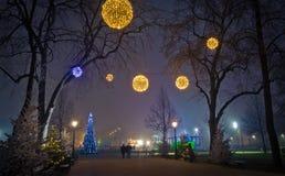 Linternas de la Navidad en la calle Fotos de archivo libres de regalías