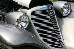 Linternas de la parrilla del coche antiguo Foto de archivo