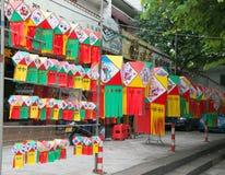 Linternas de papel coloridas que son vendidas para el mediados de festival del otoño en China Foto de archivo libre de regalías