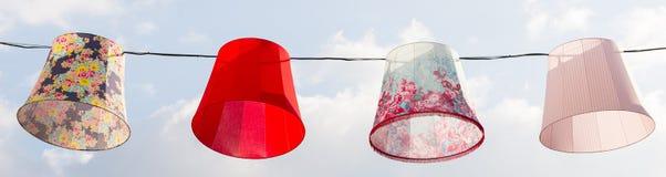 Linternas de papel en el cielo azul Fotografía de archivo libre de regalías