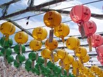 Linternas de papel en el templo budista, Corea del Sur Imágenes de archivo libres de regalías