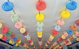 Linternas de papel, favorablemente en Sevilla, Andalucía, España Fotos de archivo