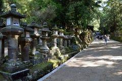 Linternas de piedra en Nara Park, Japón Imagen de archivo libre de regalías