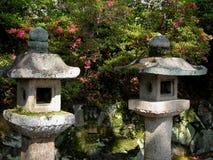 Linternas de piedra japonesas Imagen de archivo libre de regalías