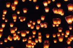 Linternas del cielo en festival de linterna imagen de archivo
