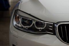 Linternas del primer del coche foto de archivo libre de regalías