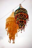 Linternas festivas indias tradicionales en el cielo Fotografía de archivo