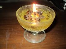 Linternas flotantes con aceite imagen de archivo libre de regalías