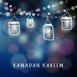 Linternas iluminadas del tarro con las velas y las luces, el Ramadán