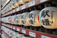 Linternas japonesas de la ejecución, capilla de Kanda Myojin, Tokio Fotografía de archivo