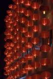 Linternas rojas chinas en la noche por Año Nuevo chino Imagen de archivo libre de regalías