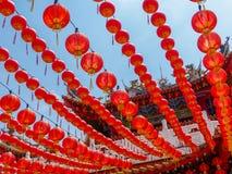 Linternas rojas chinas que cuelgan en el templo de Thean Hou en Kuala Lumpur Fotos de archivo libres de regalías
