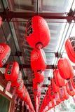 Linternas rojas en el templo chino en Singapur Foto de archivo