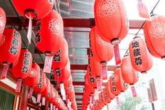 Linternas rojas en el templo chino en Singapur Foto de archivo libre de regalías
