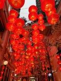 Linternas rojas en Lee Tung Street por Año Nuevo chino imagenes de archivo