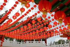 Linternas rojas en Tian Hou Temple In Kuala Lumpur Imágenes de archivo libres de regalías