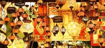 Linternas turcas en bazar (egipcio) de la especia fotos de archivo