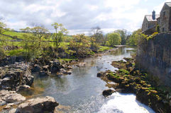 Linton Falla nahe Grassington in den Yorkshire-Tälern und Linton Falls Stockbild