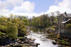 Linton Falls perto de Grassington nos vales e no Linton Falls de Yorkshire Fotos de Stock Royalty Free