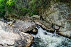 Linville河强有力的小瀑布 库存图片