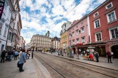 LINZ, ÖSTERREICH - 7. Mai 2015/schöner Garten in der alten Stadt von Linz, Österreich stockfotos