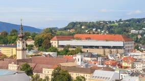 Linz pejzaż miejski z Schlossmuseum i wierza, Austria Zdjęcie Stock