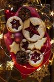 Linzer圣诞节曲奇饼 圣诞装饰,光 免版税库存图片