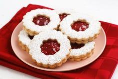 山莓果酱Linzer奶油蛋糕曲奇饼 免版税库存图片