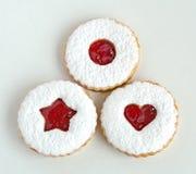 Linzer kakor som isoleras på vit Fotografering för Bildbyråer