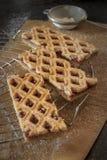Linzer Torte jest tradycyjnym austriaka tortem z kratownica projektem na górze ciasta obrazy stock