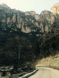 Linzhou Kina som är djup i ett berg med sällsynta mänskliga spår arkivfoto