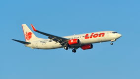 Lion Air Boeing 737-800 débarquant à l'aéroport de Changi Images stock