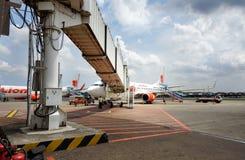 Lion Air flygplan som parkeras på Soekarno-Hatta den internationella flygplatsen Arkivfoto