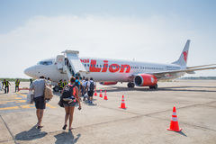 Lion Air Plane tailandês aterrado no aeroporto de Suratthani Imagem de Stock