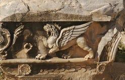Lion avec l'allégement d'ailes Photo stock