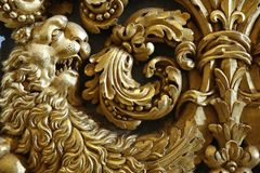 Lion baroque d'or photos stock